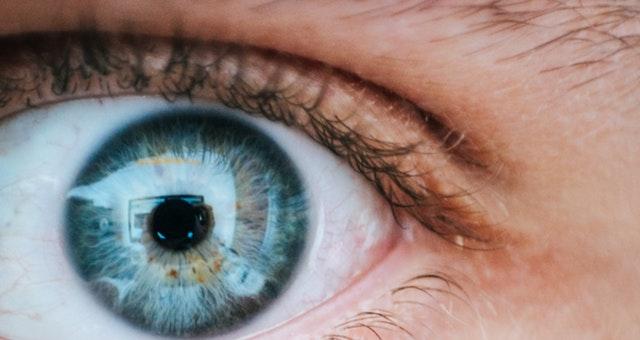 Gambar mata yang mengilustrasikan visi