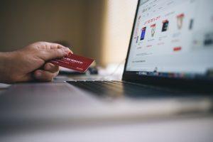 Ilustrasi belanja dengan kartu kredit